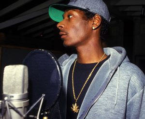 young snoop behind recording mic